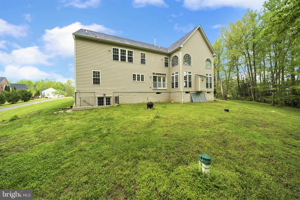 Plenty of space for a deck or patio! - 5442 EAGLE OWL CT, WALDORF