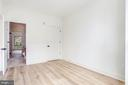 King bed, queen? Your choice w/ this large bedroom - 801 N NW #303, WASHINGTON