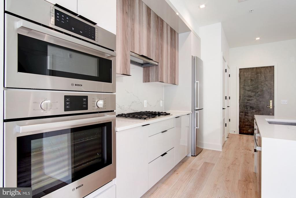 Bosch incl. a gas cooktop in the gourmet kitchen - 801 N NW #303, WASHINGTON