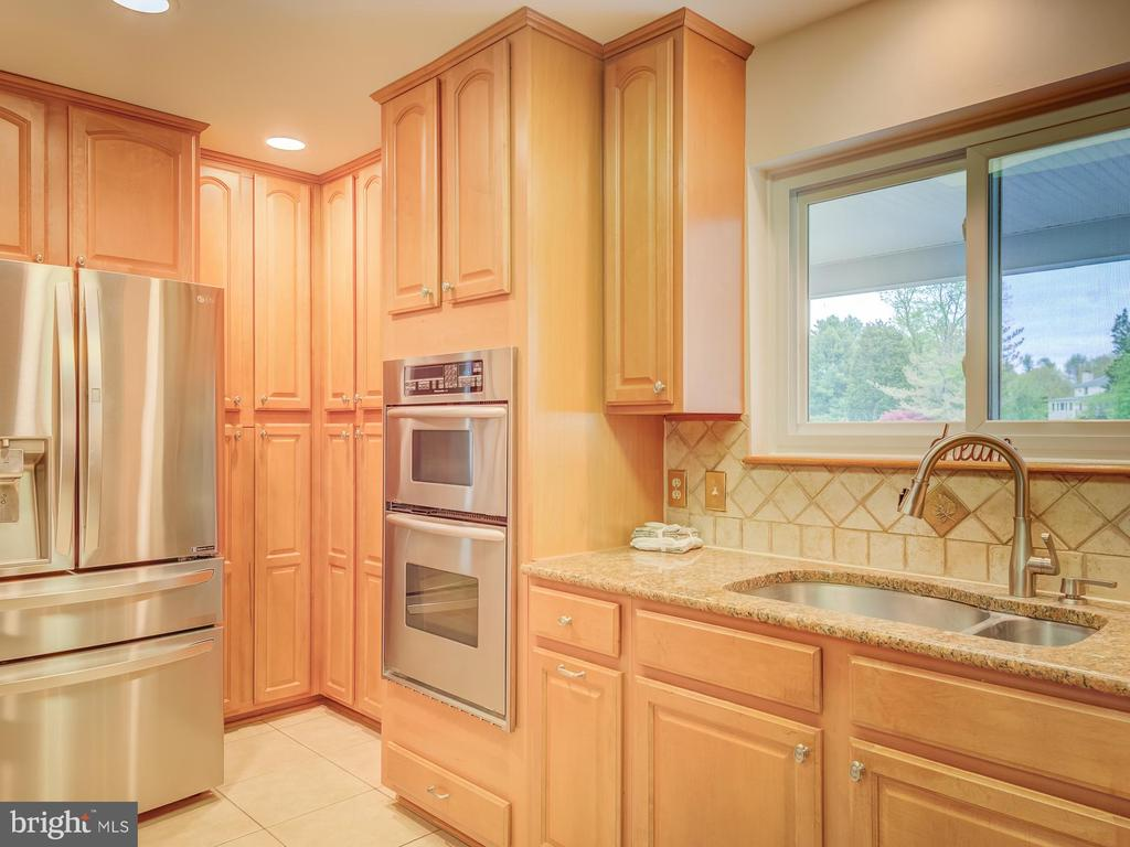 And Those Smart Contemporary Styling! - 5917 WILD FLOWER CT, ROCKVILLE