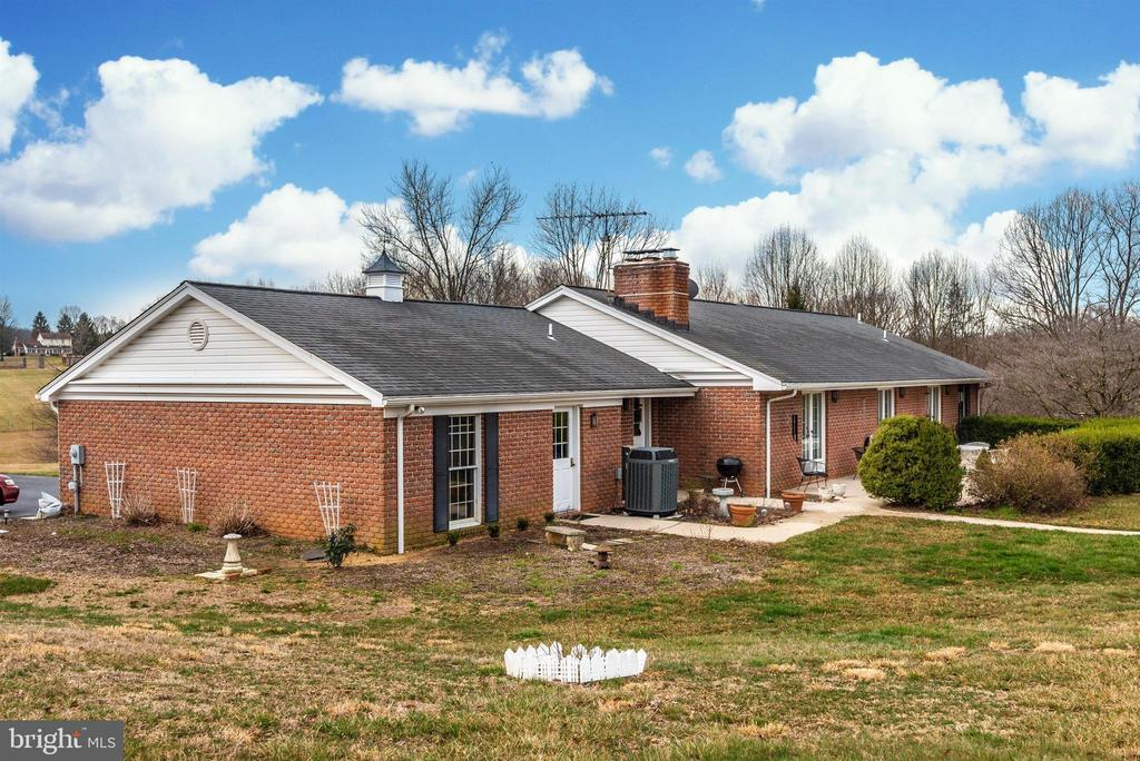 - 1200 LONG CORNER RD, MOUNT AIRY