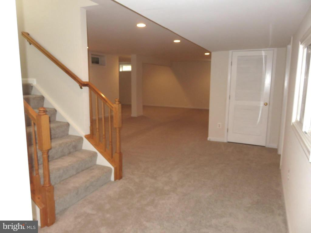 Lower Level stairs to Recreation Room - 43262 LECROY CIR, LEESBURG