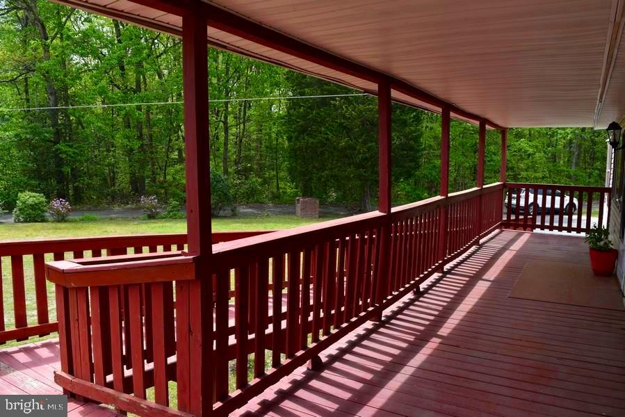 Covered Front Porch - 20 BUTTERCUP LN, STAFFORD