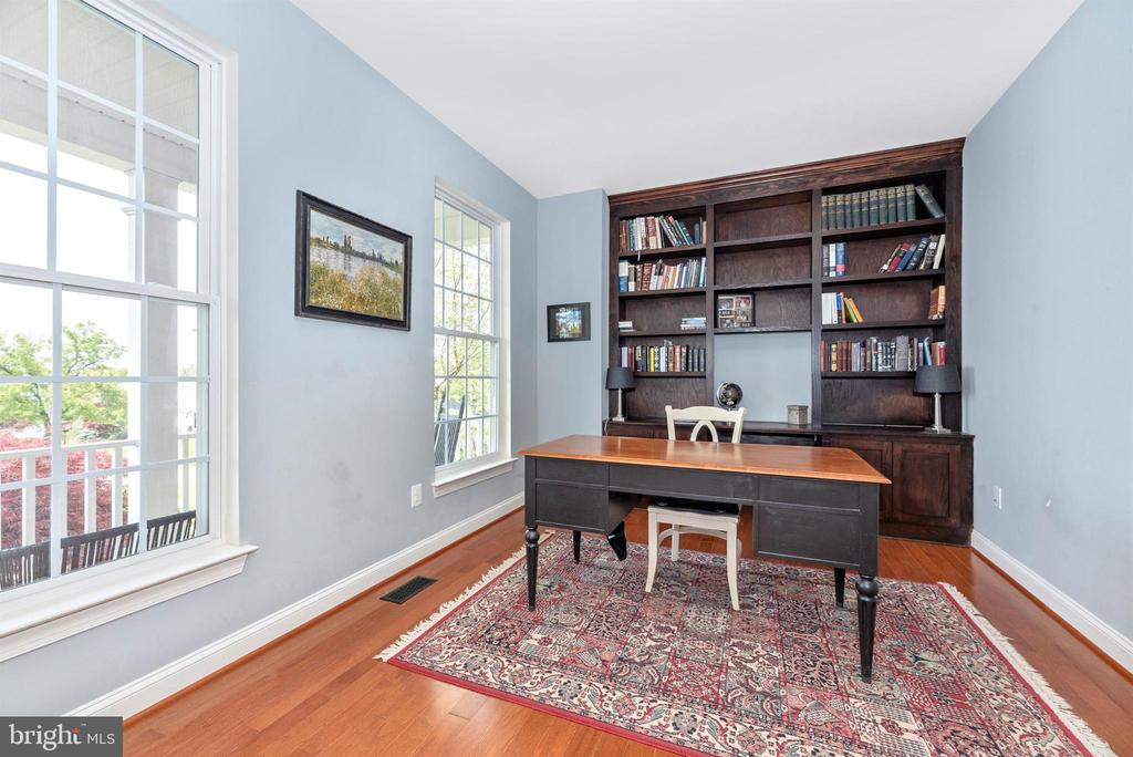Beautiful sunlit study - 10227 ROYAL SAINT ANDREWS PL, IJAMSVILLE