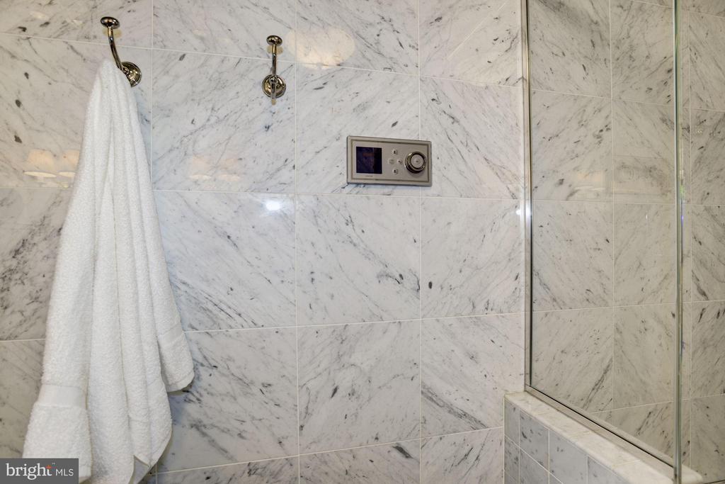 Beautiful white Carrara marble. - 1021 N GARFIELD ST #409, ARLINGTON