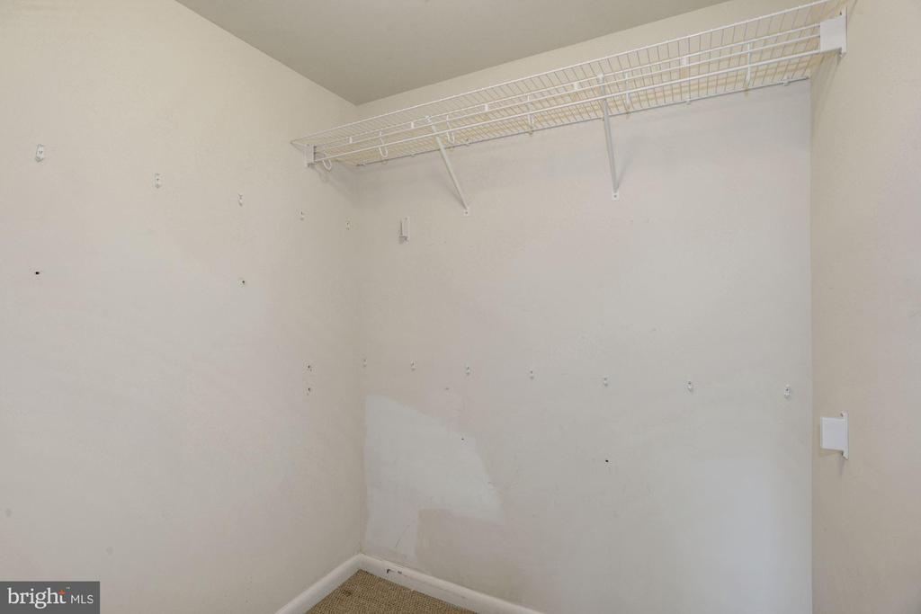 Third bedroom w/ walk in closet. - 1021 N GARFIELD ST #409, ARLINGTON
