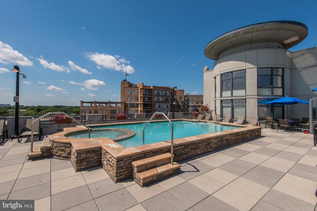 Spa is open year round! - 1021 N GARFIELD ST #409, ARLINGTON