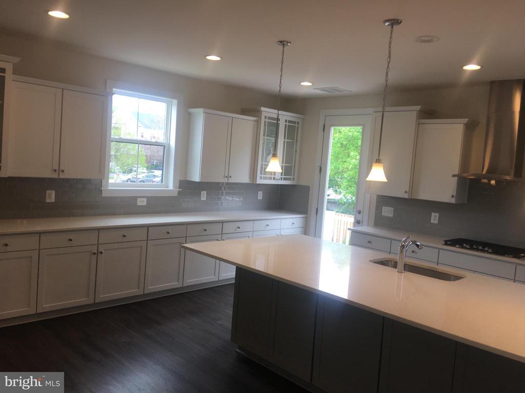 Kitchen - 4120 ELMWOOD ST, CHANTILLY