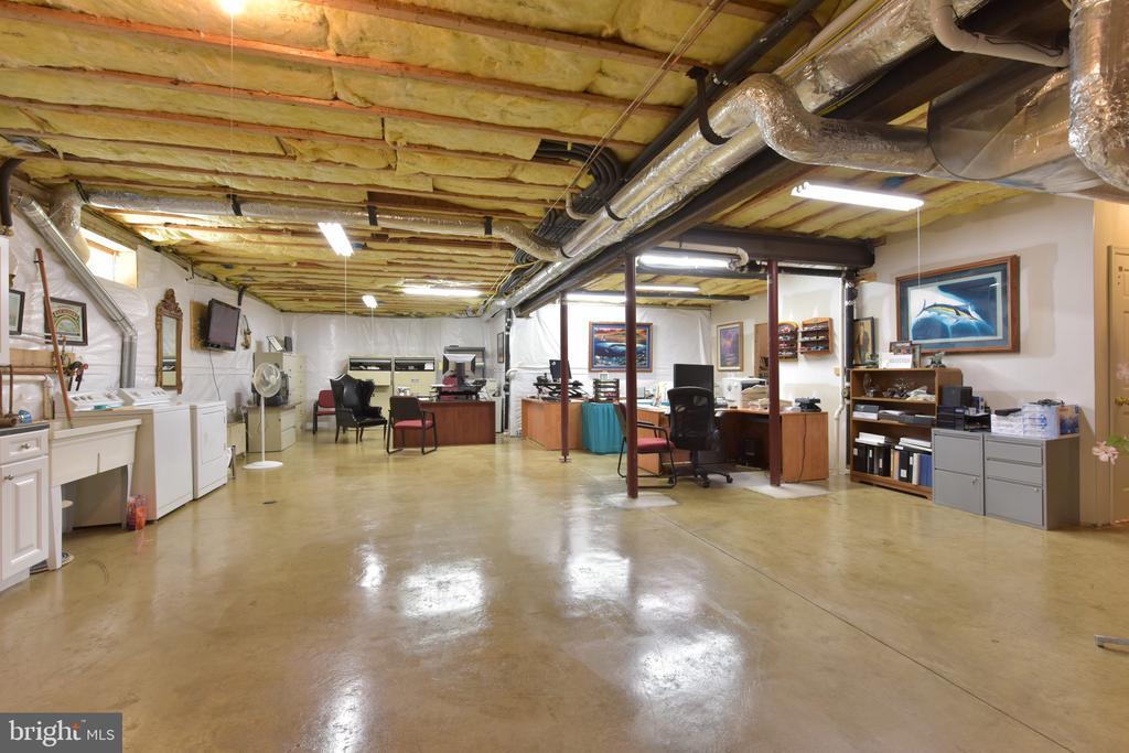Expansive basement - 5937 TELEGRAPH RD, ALEXANDRIA