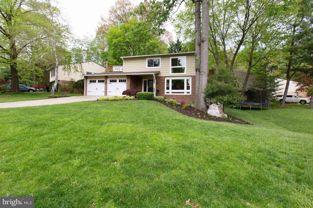 Corner Home w/ nice size yard - 6505 CRAYFORD ST, BURKE