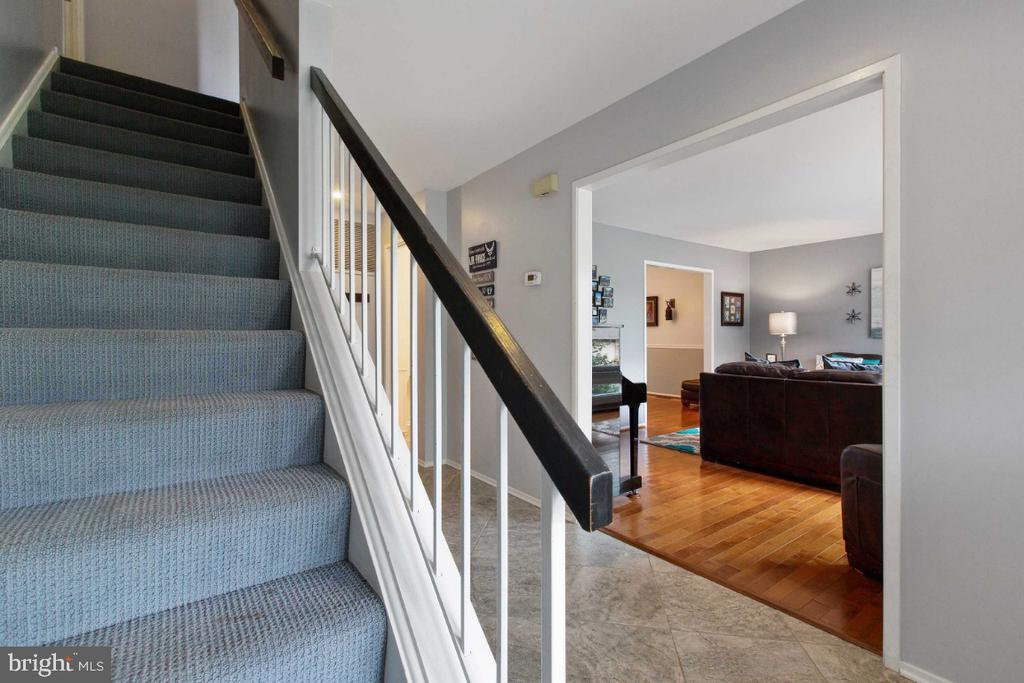 Lovely Entrance - 6505 CRAYFORD ST, BURKE