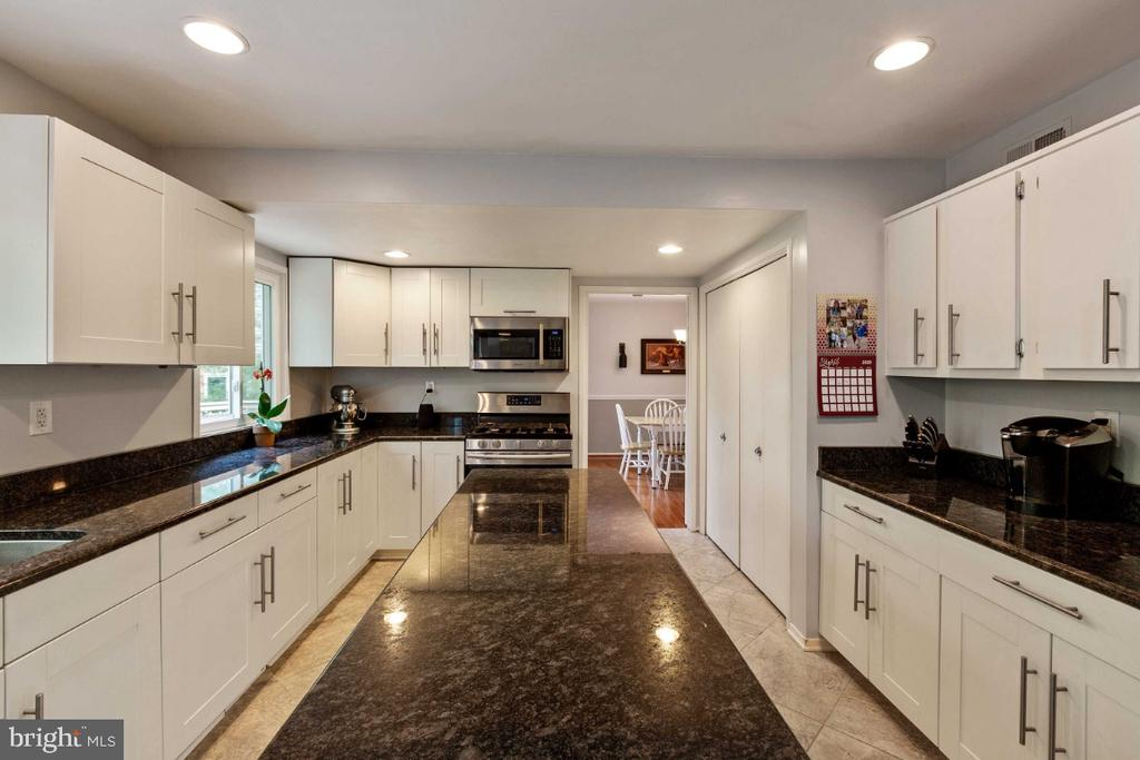 Kitchen w/ Lovely Cabinets - 6505 CRAYFORD ST, BURKE