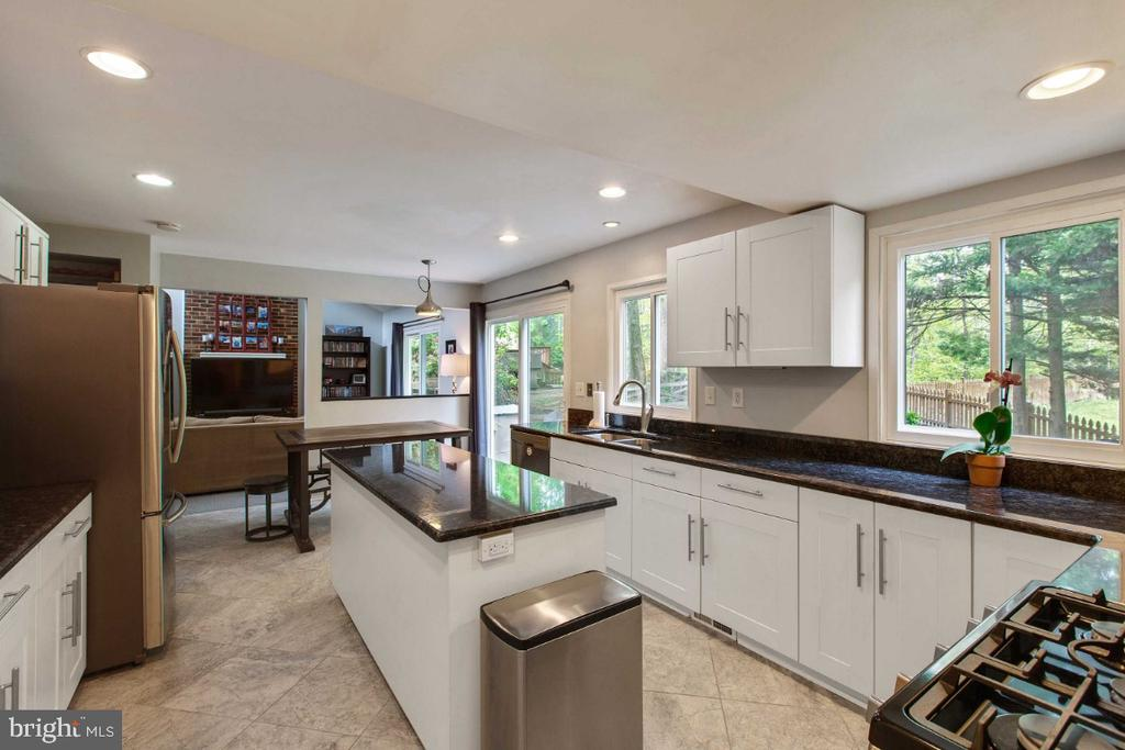 Remodeled Kitchen - 6505 CRAYFORD ST, BURKE