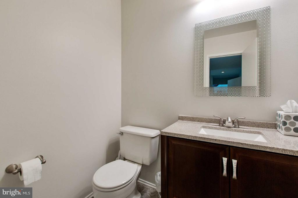Powder Room w/ New Vanity - 6505 CRAYFORD ST, BURKE