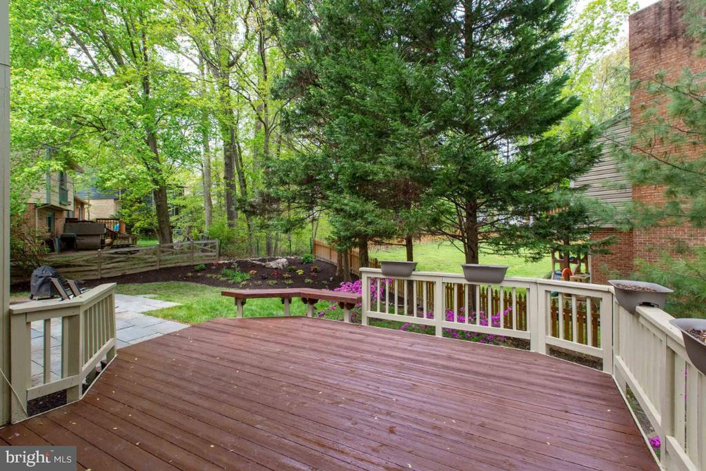 Large Deck recently stained - 6505 CRAYFORD ST, BURKE