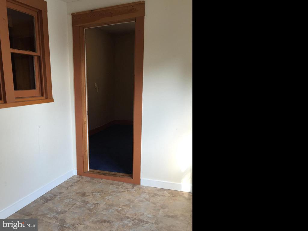 Vestibule 1st Floor - 411 N MAPLE AVE, BRUNSWICK