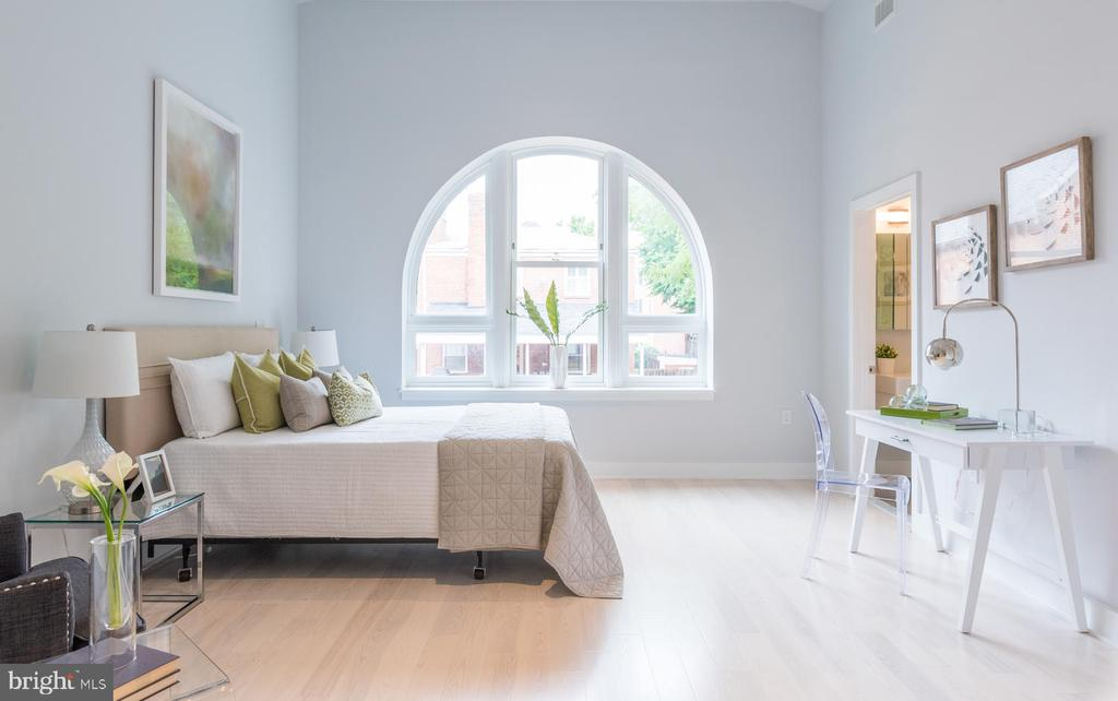 Master Suite with Palladian style window - 2709 N ST NW #103, WASHINGTON