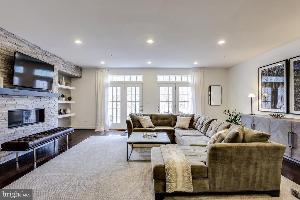 Generous Size Great Room Off Kitchen - 148 MERRIMACK WAY, ARNOLD