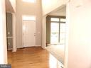 Foyer, hardwood floors - 43262 LECROY CIR, LEESBURG