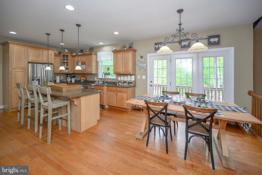 Gourmet kitchen with eating area - 14616 JUNCTION CT, FREDERICKSBURG