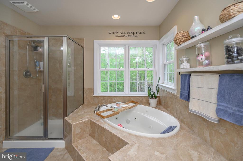 Jacuzzi tub for relaxing - 14616 JUNCTION CT, FREDERICKSBURG