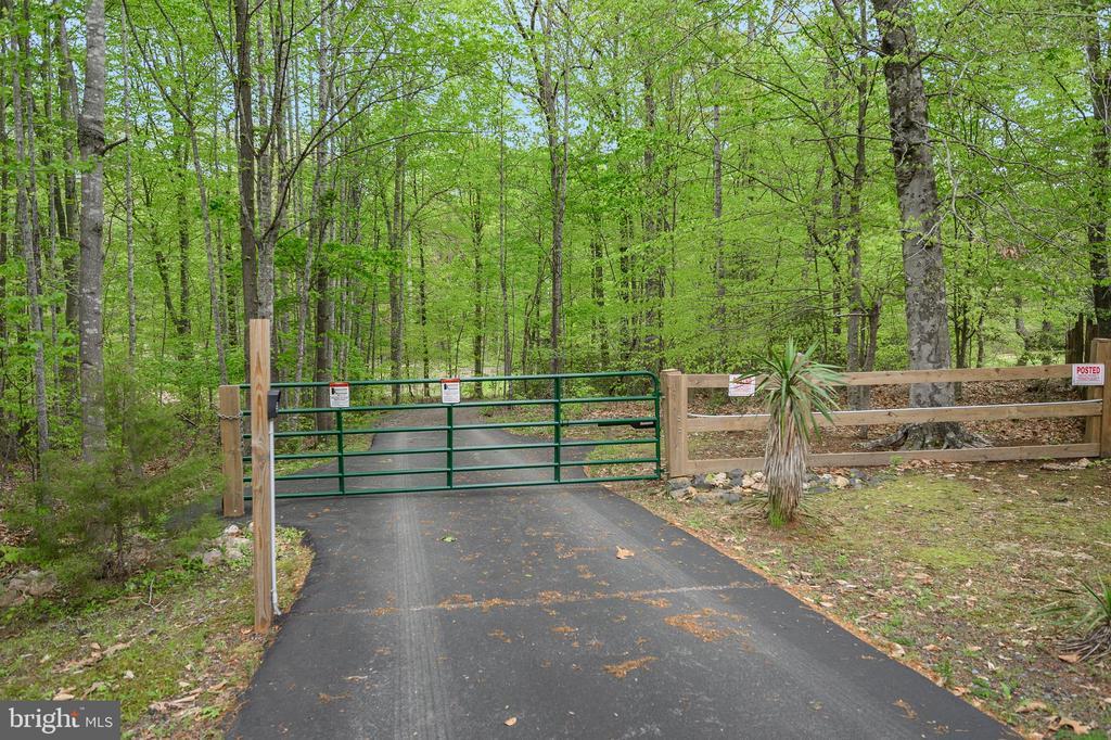 Electric gate entrance - 14616 JUNCTION CT, FREDERICKSBURG