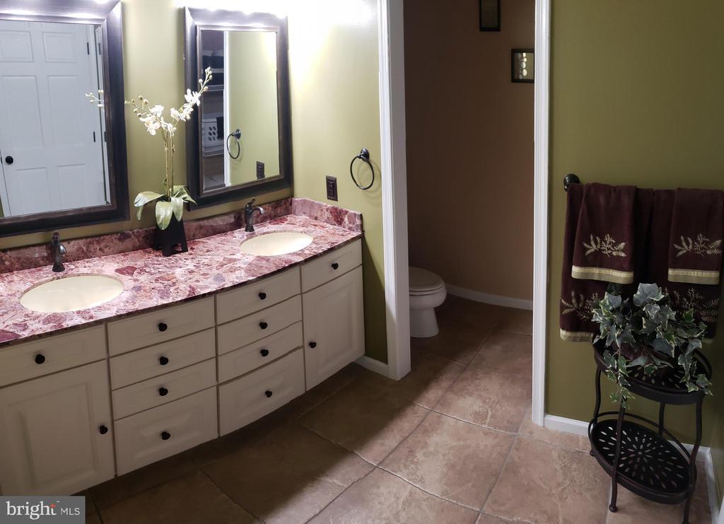 Master Bathroom - 2714 JAY BIRD CT, KNOXVILLE