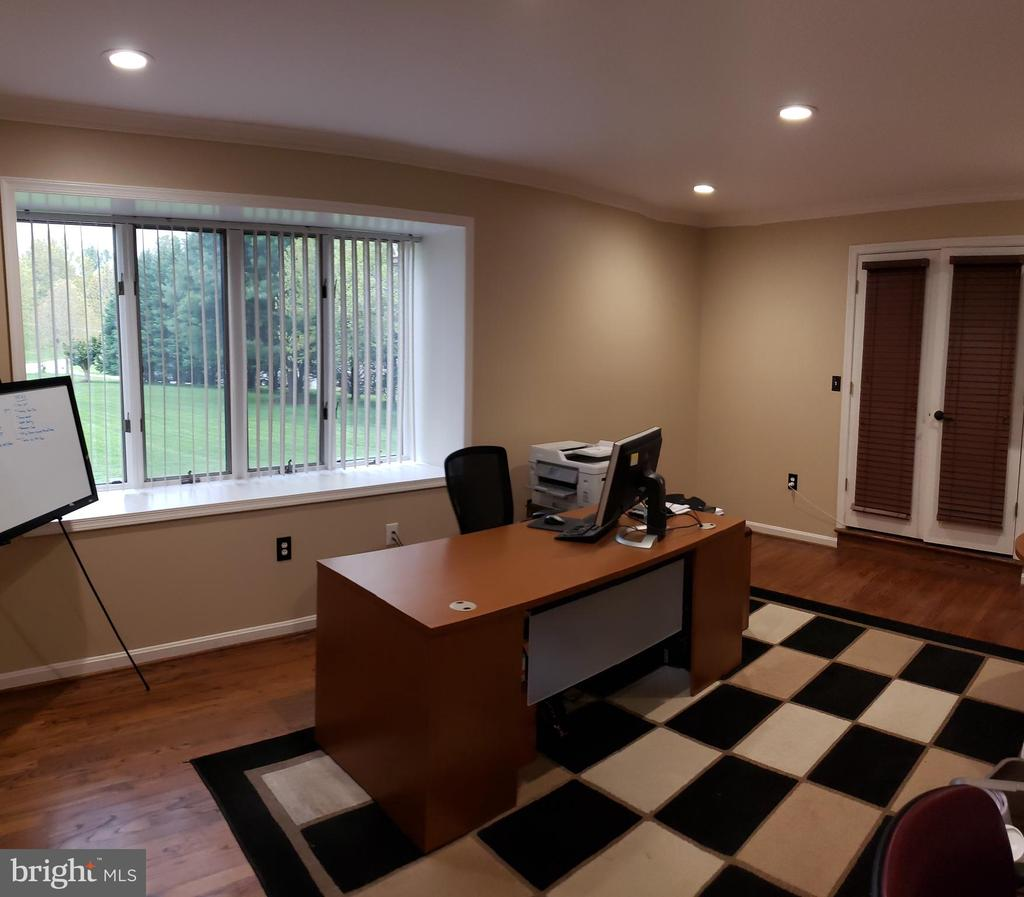 Main Level Office with Box Bay Window - 2714 JAY BIRD CT, KNOXVILLE