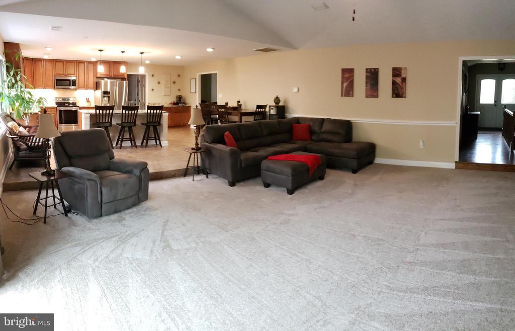 Living Room Open Floor Plan to Kitchen - 2714 JAY BIRD CT, KNOXVILLE