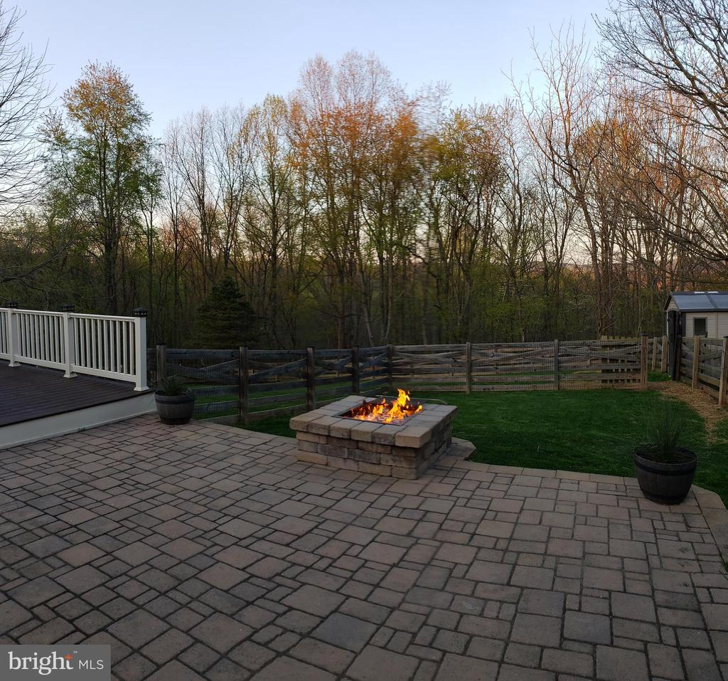 Fire Pit & Sectioned Off Fenced Area - 2714 JAY BIRD CT, KNOXVILLE