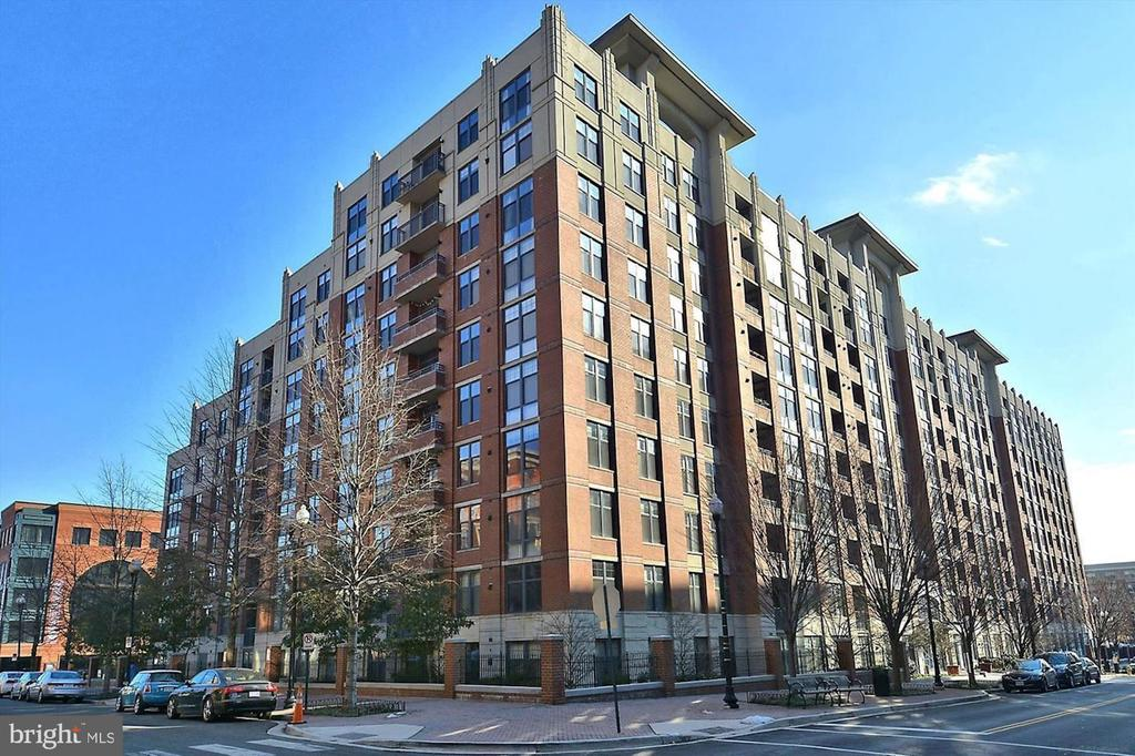 Welcome to Clarendon1021 in the heart of Clarendon - 1021 N GARFIELD ST #409, ARLINGTON
