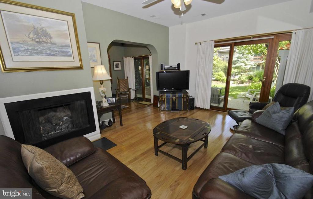 Family room opens to patio. - 13 JEREMYS WAY, ANNAPOLIS