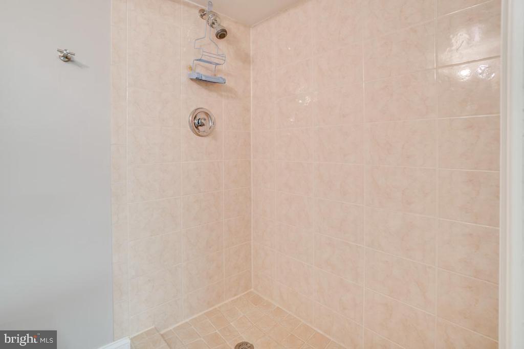 Bath 2 - 3536 S STAFFORD ST #A2, ARLINGTON