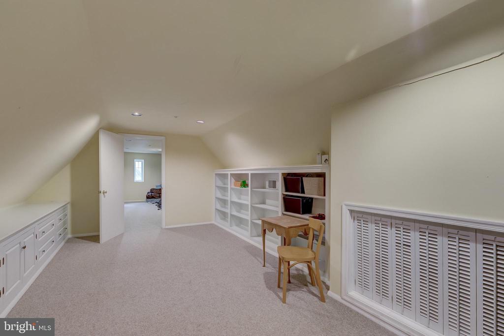 Playroom or storage on 3rd floor - 12600 JARRETTSVILLE PIKE, PHOENIX