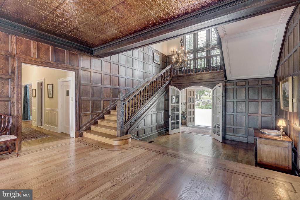 Great Hall with exquisite detail - 12600 JARRETTSVILLE PIKE, PHOENIX