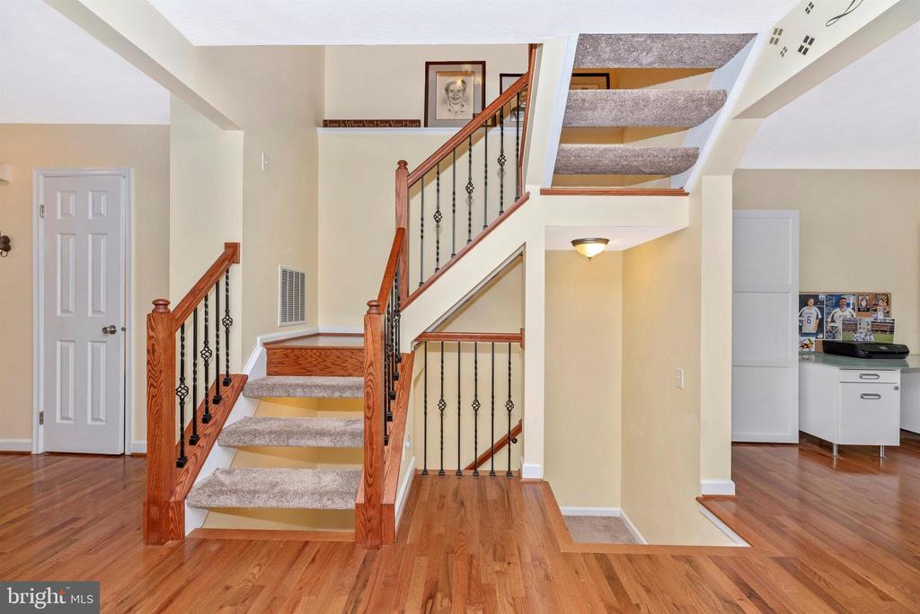 Staircase - 6204 ILLINOIS CT, NEW MARKET