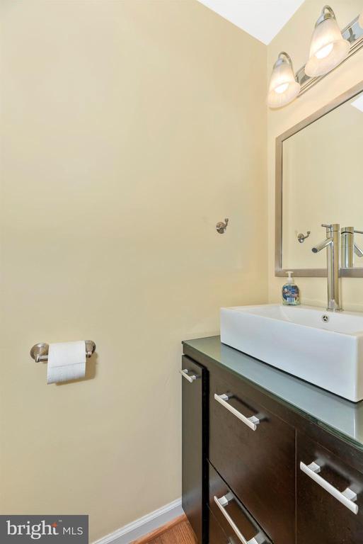 Powder Room - 6204 ILLINOIS CT, NEW MARKET