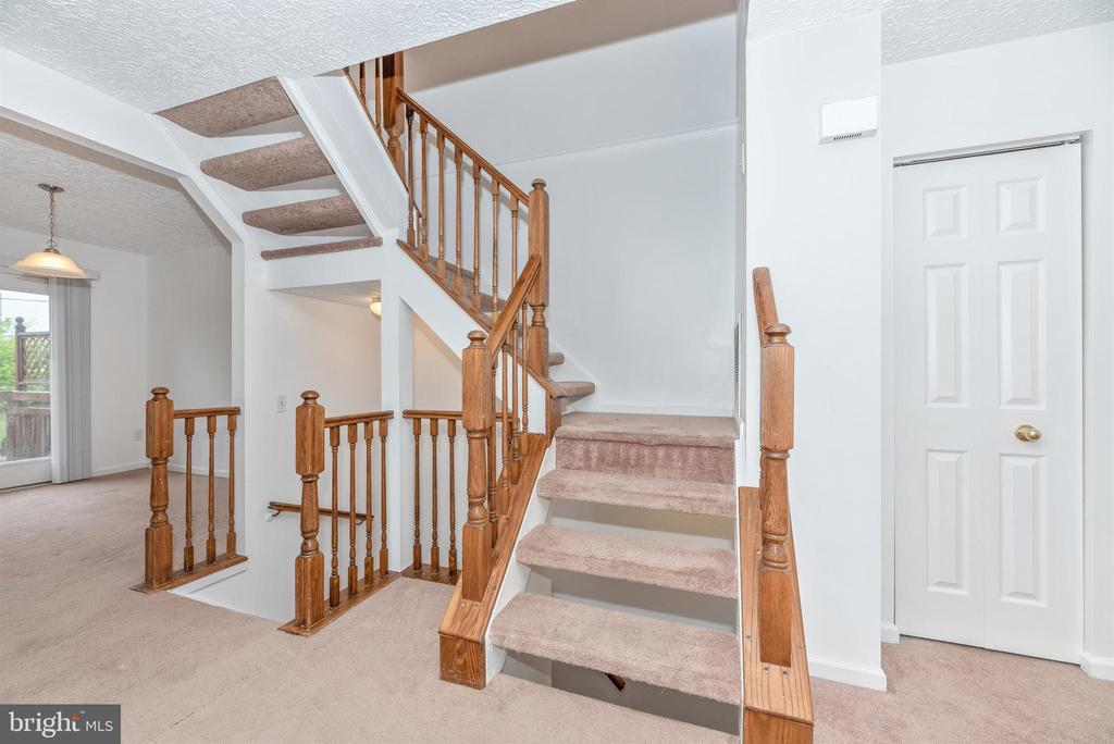 Staircase - 6171 S STEAMBOAT WAY, NEW MARKET