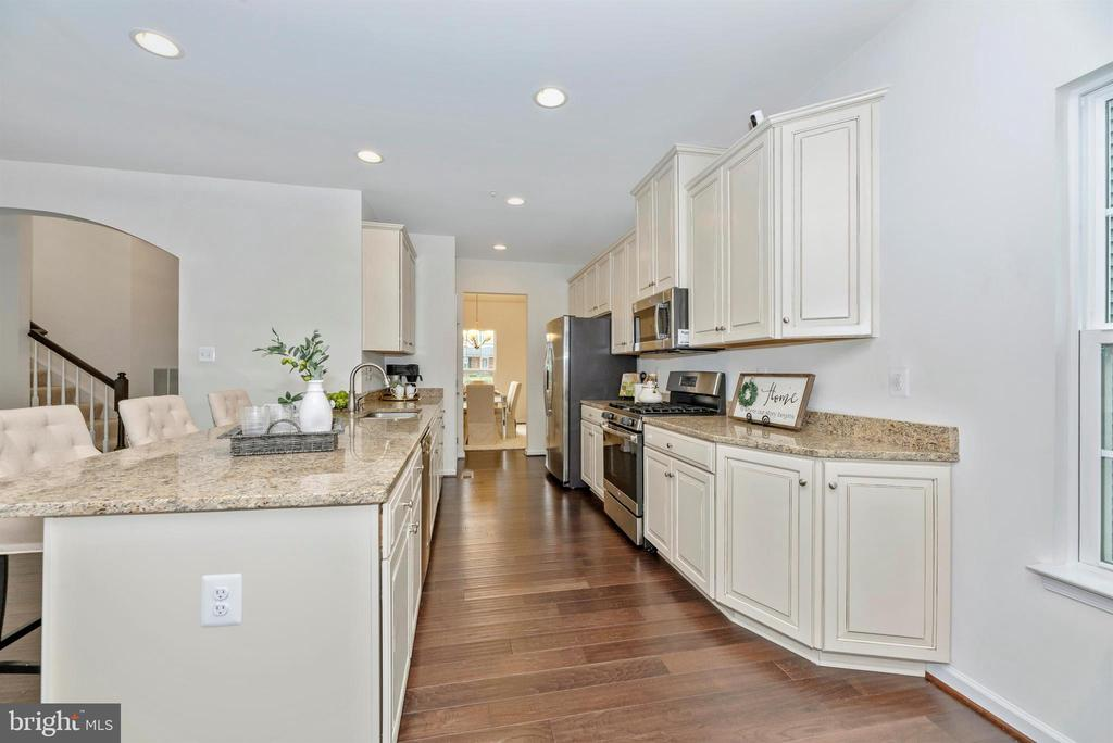 Upgraded Cabinets and Gorgeous Granite Counters - 811 JEFFERSON PIKE, BRUNSWICK