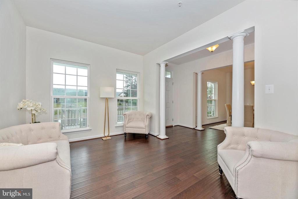 Living Room with Columns - 811 JEFFERSON PIKE, BRUNSWICK
