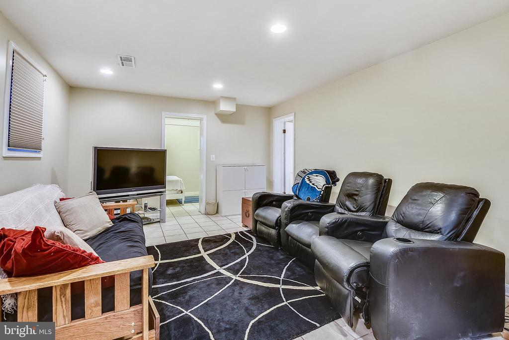 Huge basement rec space - 3340 HIGHWOOD DR SE, WASHINGTON