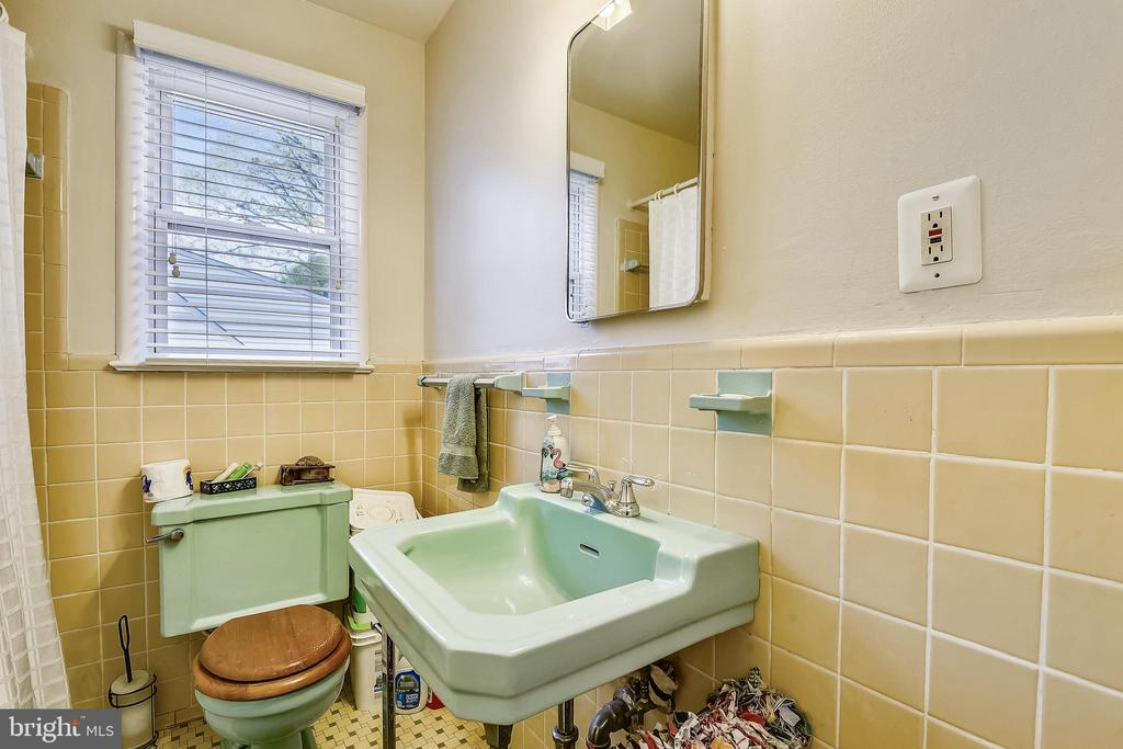 2nd Floor Bull Bath - 3340 HIGHWOOD DR SE, WASHINGTON