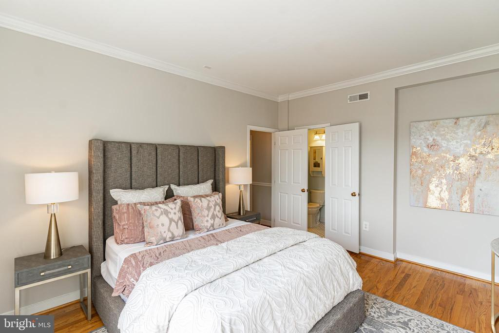 Bright, spacious master bedroom suite - 1827 FLORIDA AVE NW #401, WASHINGTON