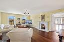 Master sitting room w/ double sided fireplace. - 15929 BRIDLEPATH LN, PAEONIAN SPRINGS