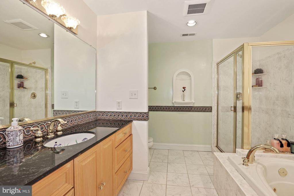 Master bathroom #2! - 15929 BRIDLEPATH LN, PAEONIAN SPRINGS