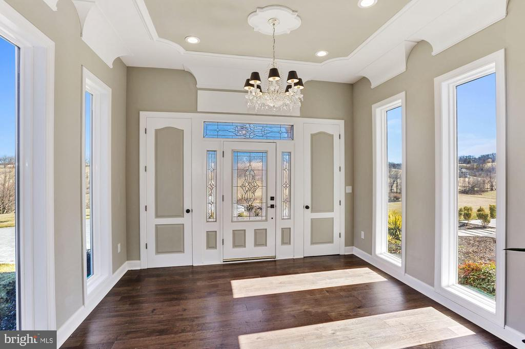 Front foyer entrance. - 15929 BRIDLEPATH LN, PAEONIAN SPRINGS
