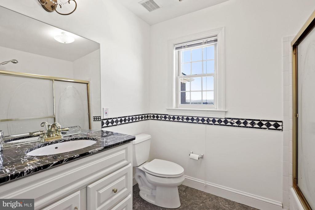 Has it's own bathroom too! - 15929 BRIDLEPATH LN, PAEONIAN SPRINGS