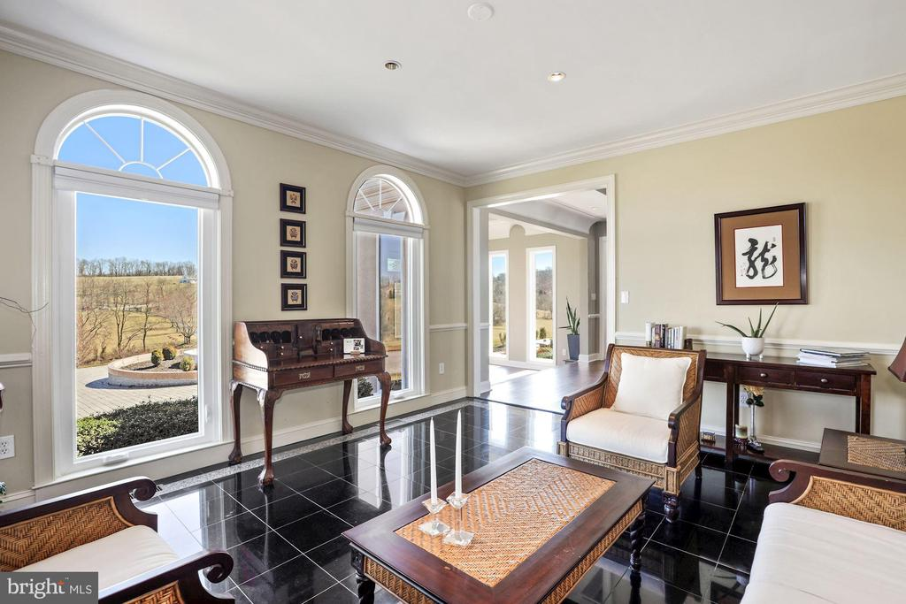 Office space with marble flooring. - 15929 BRIDLEPATH LN, PAEONIAN SPRINGS