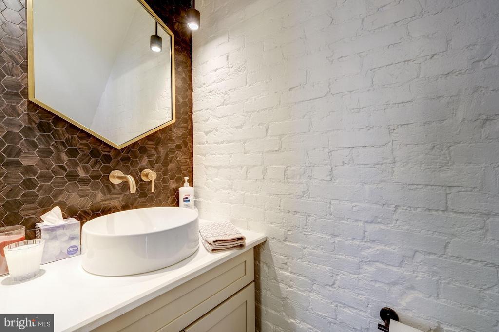 Owner's Unit - Main Level Half Bath - 629 E CAPITOL ST SE, WASHINGTON
