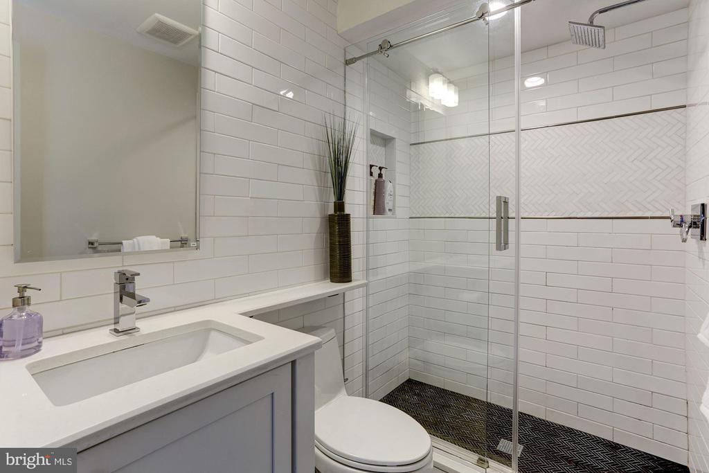 Owner's Unit - Third Level - Full Bath - 629 E CAPITOL ST SE, WASHINGTON